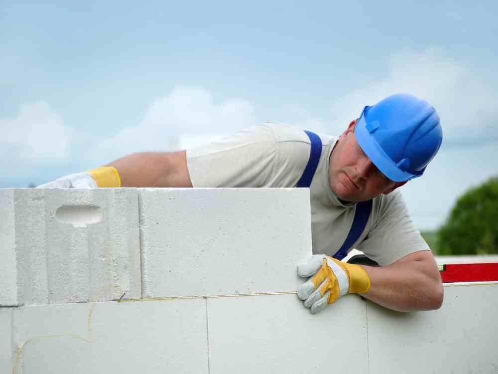 Zakładanie firmy budowlanej nie wiąże się z koniecznością uzyskania koncesji, licencji lub zezwoleń.